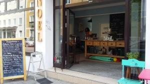 Linsen-Koriander-Eintopf kombiniert mit shabby chic: Das Café NOEL hat mehr drauf als Hipster-Charme.